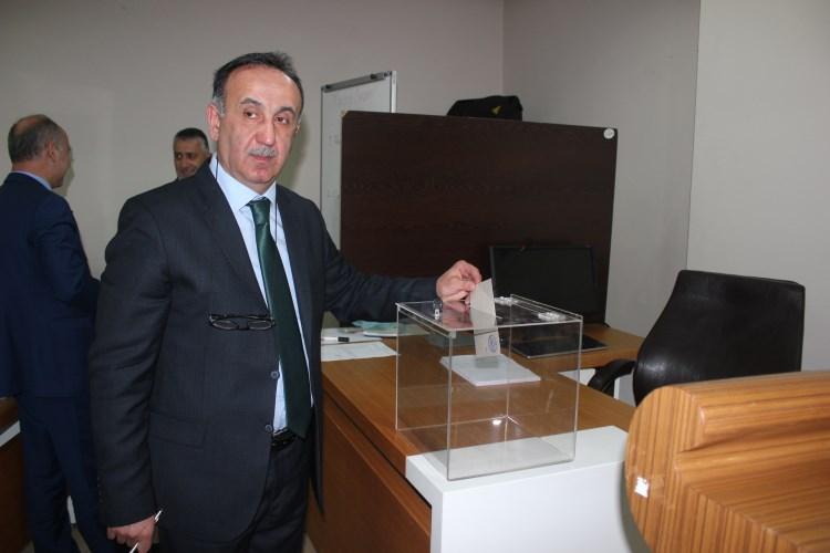 AKP MURŞİT GÜREL'İ DEĞİŞTİRMEDİ