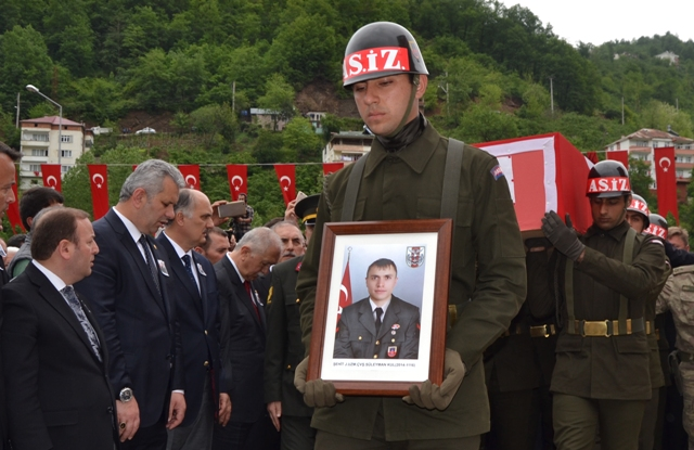 Photo of ŞEHİT SÜLEYMAN KUL ONBİNLER UĞURLADI