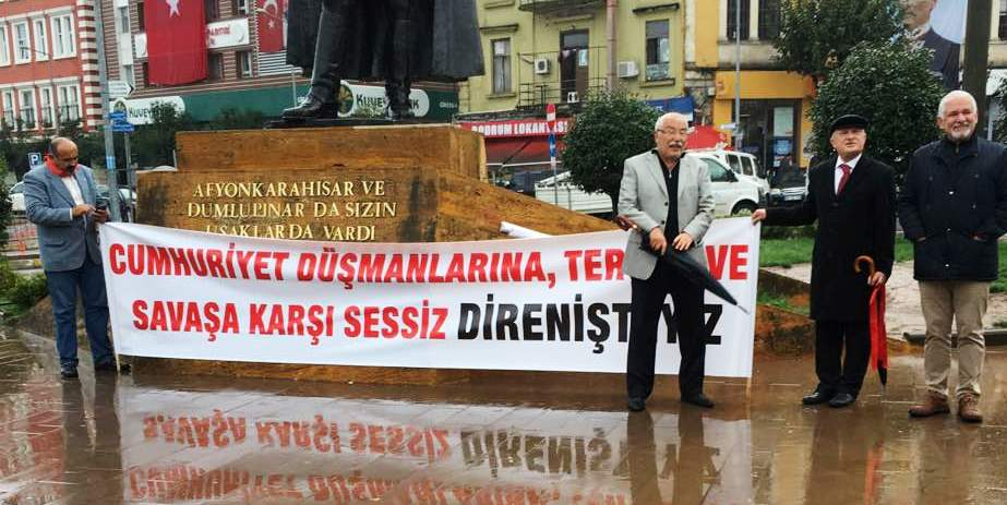 Photo of MİLLETVEKİLLERİ VALİLİĞİN OHAL YASAĞINI TAKMADI