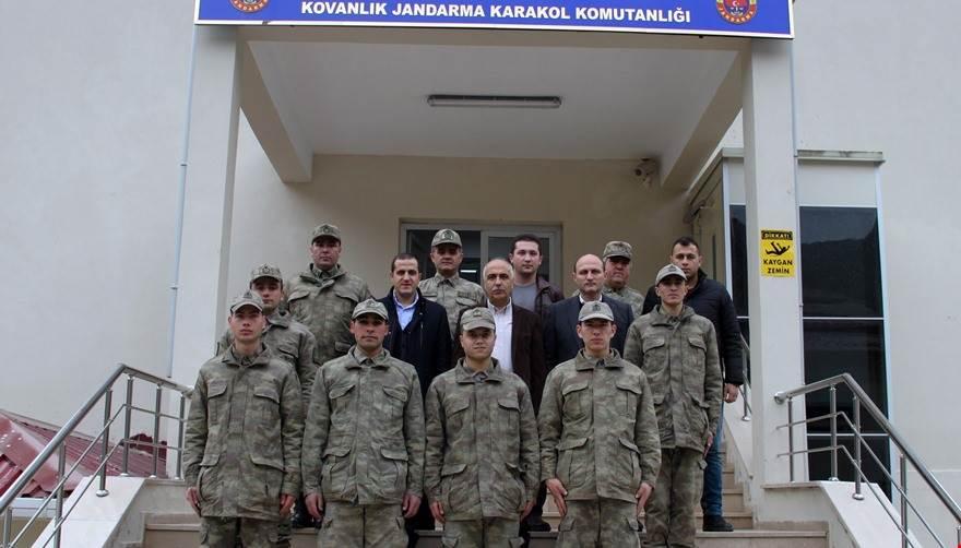Photo of VALİ KARAHAN, JANDARMA, POLİS VE İTFAİYECİLERİN YENİ YILI KUTLADI
