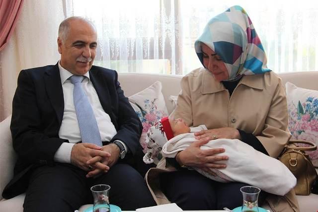 Photo of Şehit Uzman Çavuş Murat Kasım'ın ailesine ziyaret