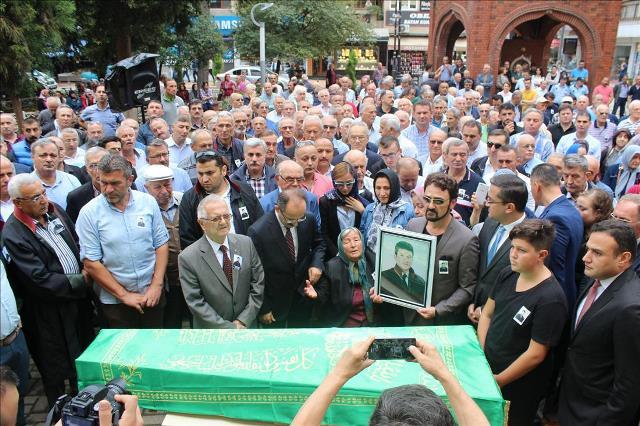 Photo of AVUKAT CÜNEYT YEŞİLTEPE GÖZYAŞLARIYLA UĞURLANDI