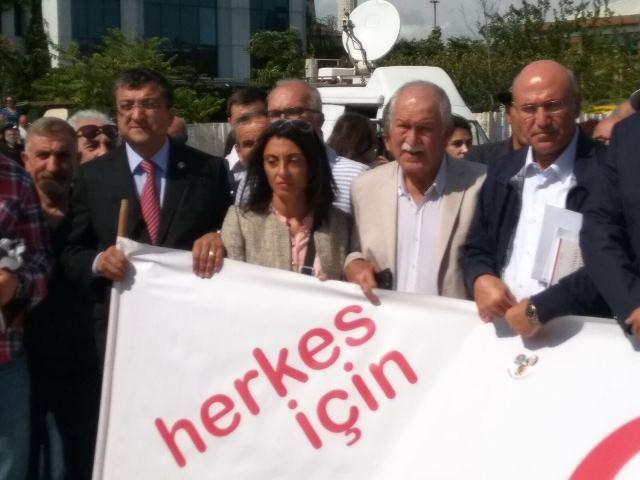 Photo of BEKTAŞOĞLU CUMHURİYET DAVASINI İZLEDİ
