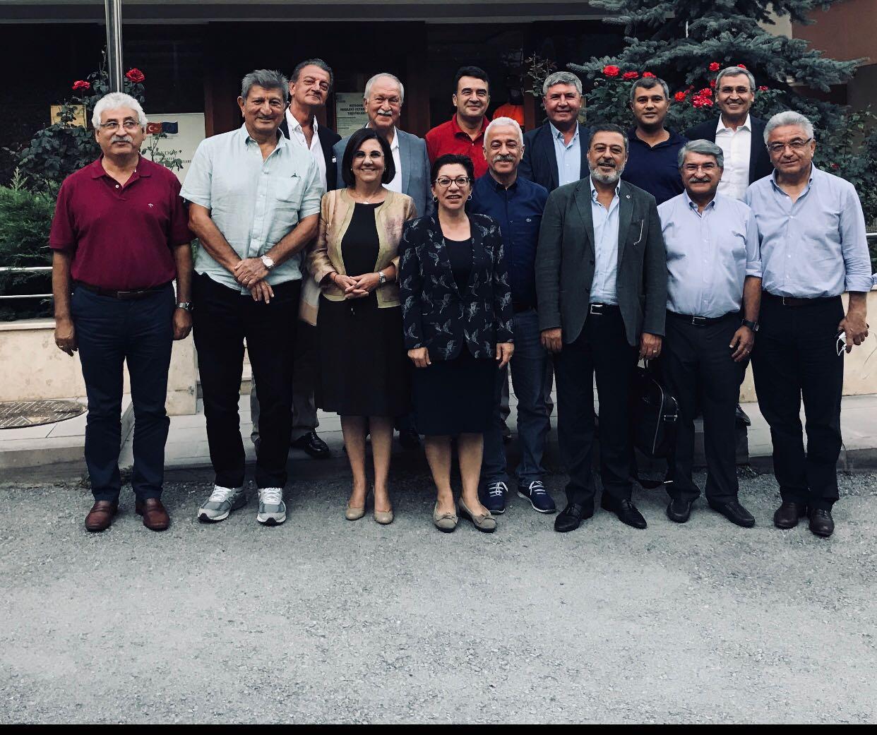 CHP'Lİ ESKİ VEKİLLER GÜVENOYU KURULTAYI İSTİYOR