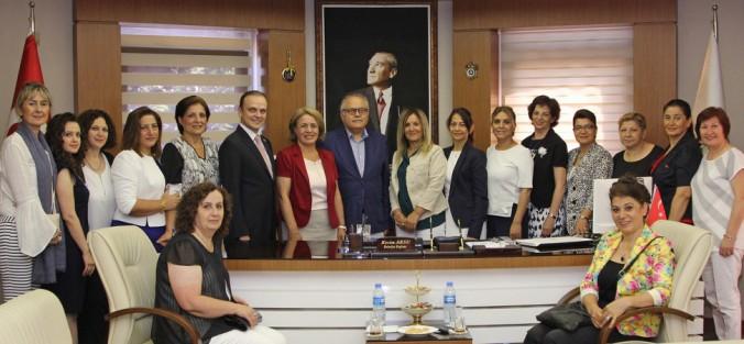 CHP KADIN KOLLARI YUSUFAĞAOĞLU'NU ZİYARET ETTİ
