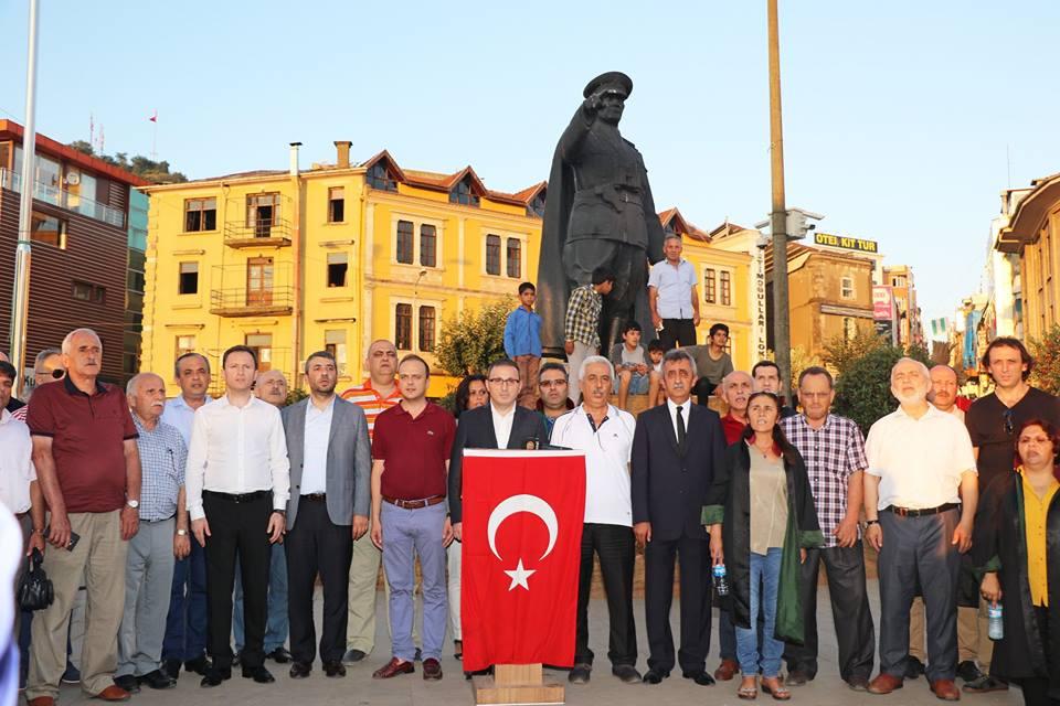 GİRESUN'DA PARTİLER VE STK'LAR 15 TEMMUZU KINADI