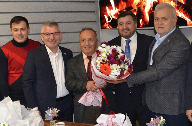 AK PARTİ'DEN GAZETECİLER DERNEĞİ'NE ZİYARET
