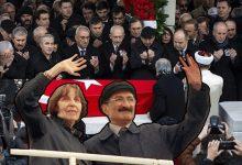 Photo of RAHŞAN ECEVİT'İN KABRİNE ŞEBİNKARAHİSAR TOPRAĞI SERİLDİ
